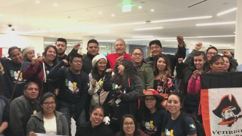 Un grupo de dreamers que viajó a México denuncian racismo en agentes a s...