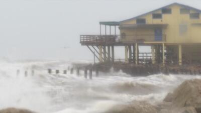 Continúan las fuertes lluvias que generan caos en Texas