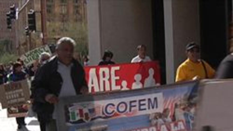 Activistas al frente de las oficinas del Sheriff Arpaio