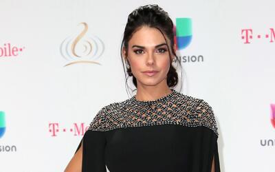Livia Brito llegó bellísima a Premio Lo Nuestro y promocionando su nueva...