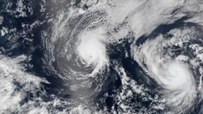 El primero de dos sistemas consecutivos sobre Hawai tocó tierra como una...
