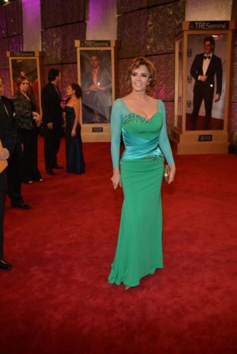 Lucía Méndez sorprendió con este vestido verde.