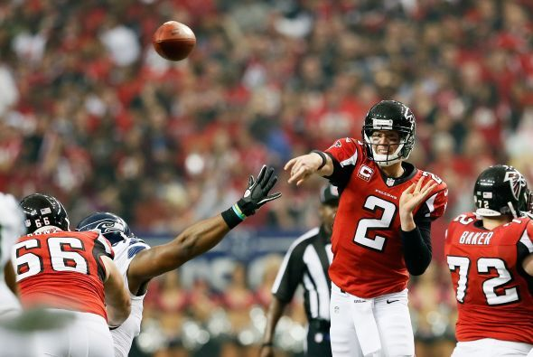Matt Ryan tuvo 250 yardas en 24 pases completos de 35 intentos, tres tou...