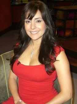 La actriz de telenovelas Karyme Lozano llega a Don Francisco Presenta.