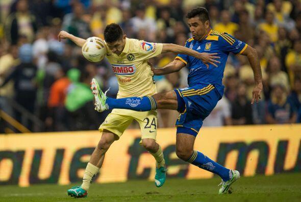 Muy de cerca estará Oribe Peralta pues aunque juegue más por fuera sus i...