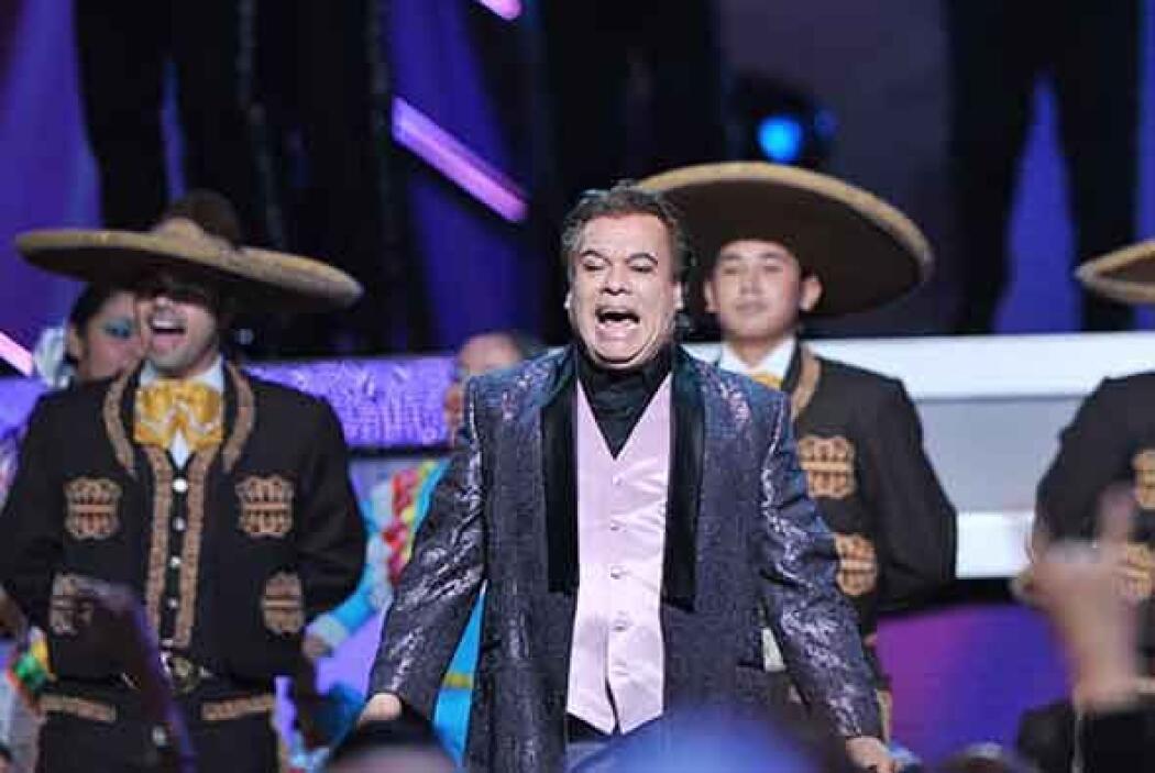 """A grito de """"'Viva México'"""", la Persona del Año, Juan Gabriel, dio muestr..."""