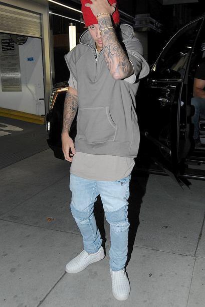 El querido Justin no deja la fiesta y los looks bastante desenfados, que...