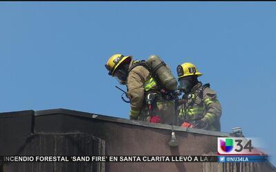 Tres bomberos fueron hospitalizados por incendio