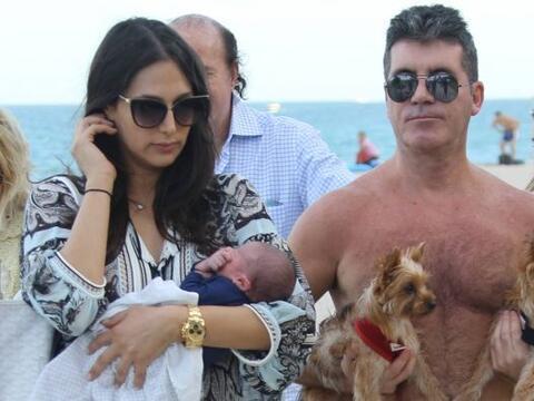 Simon y su novia, Lauren Silverman, salieron por primera vez con su beb&...
