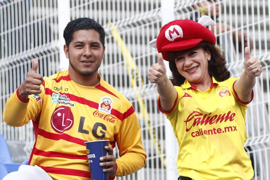 Morelia derrotó a Puebla con gol de último minuto Afición Morelia 2.jpg
