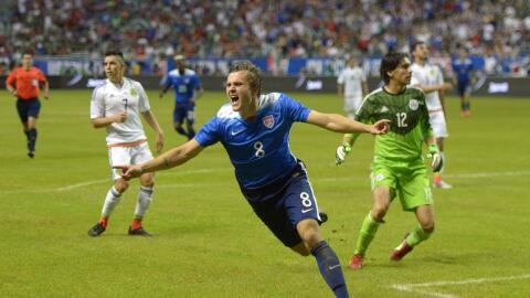 Jordan Morris celebra su gol con EE.UU. ante México