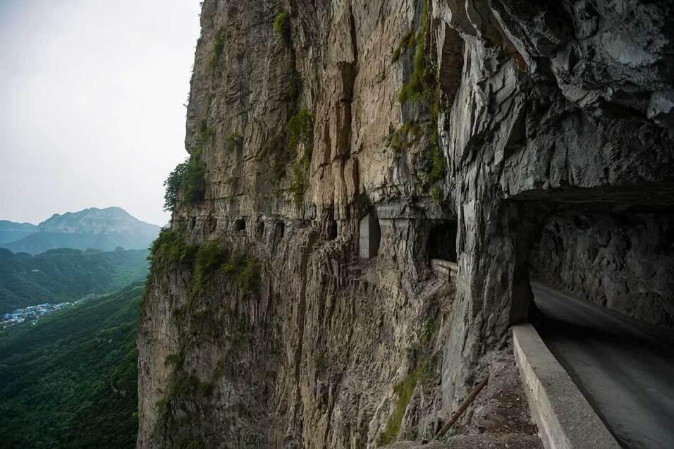 Las cinco carreteras más peligrosas del mundo guoliang-tunnel-road-thaih...