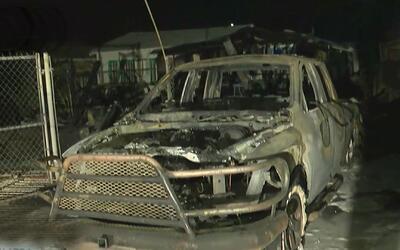 Incendio propagado por el viento que comenzó en un garaje deja viviendas...