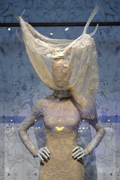 Esta es la exposición de moda más grande que ha tenido el museo Victoria...
