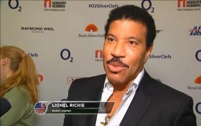Lionel Ritchie le da consejos a Lionel Messi