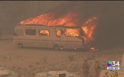 El clima favorece el combate del incendio Sand en Santa Clarita