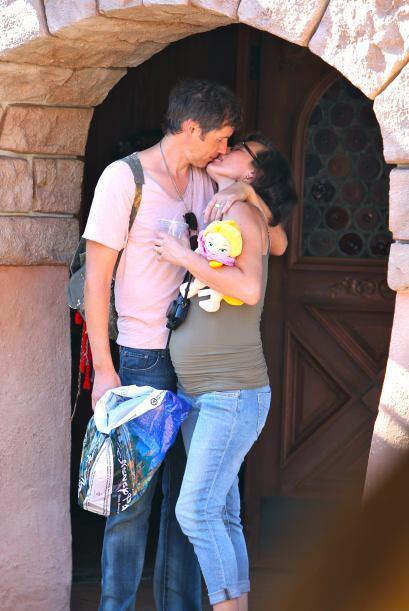 La pareja no se limitó en ningún momento, y se la pasaron entre beso y a...