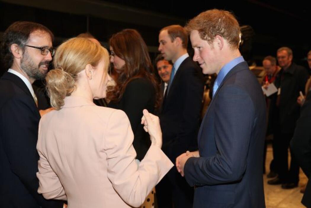 La autora de Harry Potter, saludó a su Harry de carne y hueso.