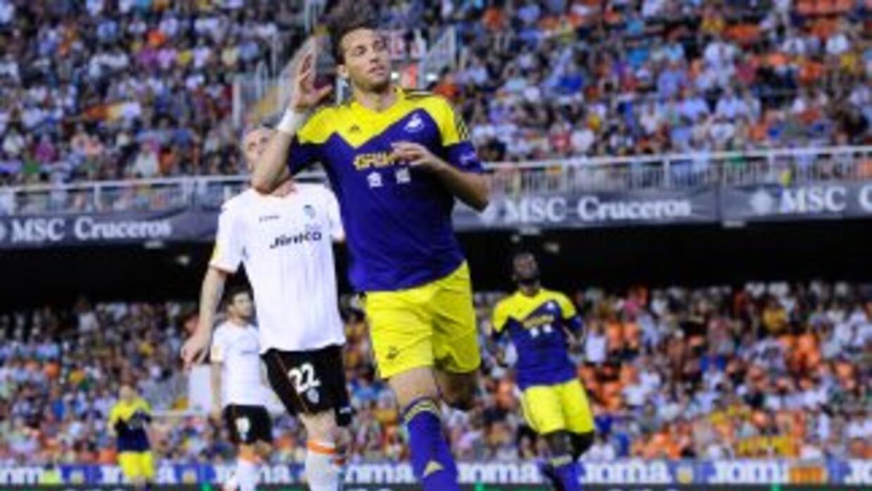 El español Michu le marcó un gol a sus compatriotas.