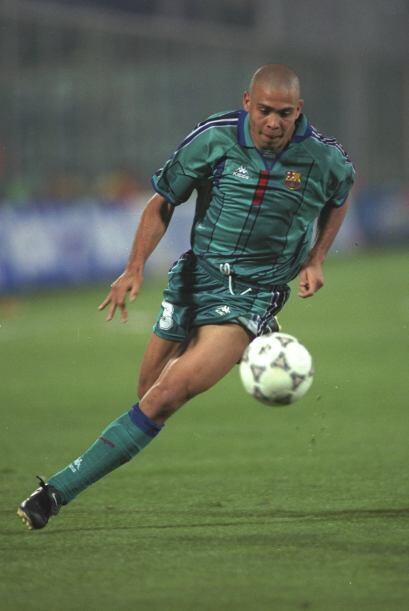 El brasileño quien militó en el PSV, Barcelona, Inter de Milán, Real Mad...