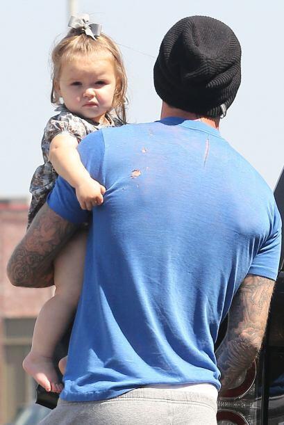 Pero poco a poco fue tomando los rasgos de su guapo papá.  Mira a...