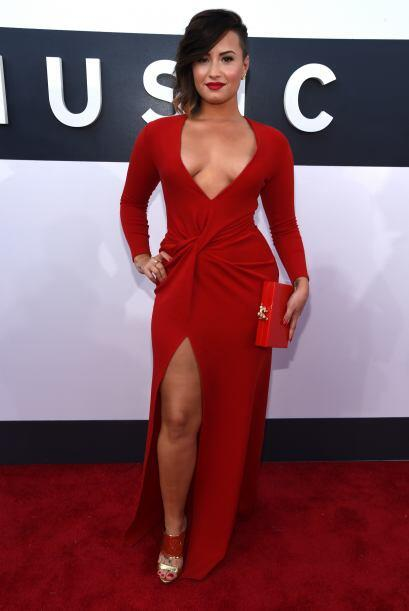 Aqui Demi Lovato no brilló tanto por su voz, sino también por su escote.