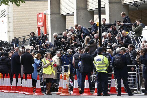 La prensa afuera del hospital.