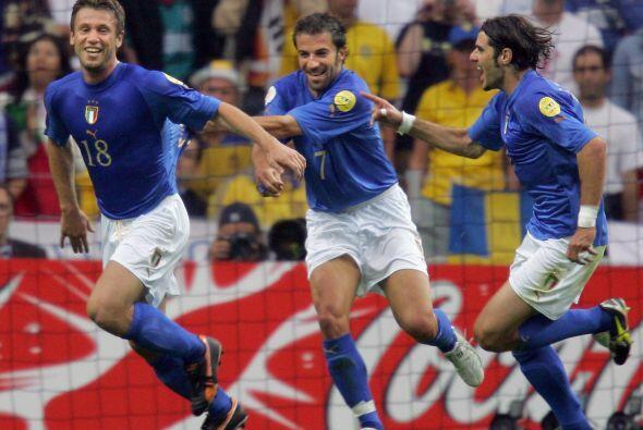 Ese año hizo su primer gol con la 'Nazionale' en amistoso ante Polonia.
