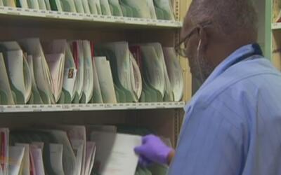 Servicio postal de Los Ángeles está contratando personas para la época n...