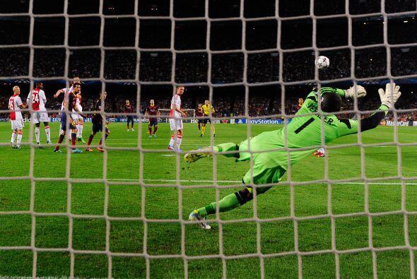 Lionel Messi cobró de forma perfecta un disparo que pegó en el poste del...