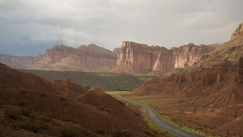 Vista panorámica de los precipicios Fruita en el Parque Nacional...