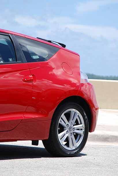 Cuando salga a la venta el día 24 de agosto, el Honda CR-Z se ofrecerá e...