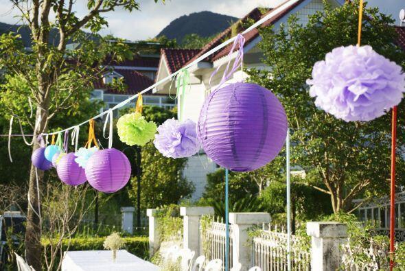 Lámparas chinas. También conocidas como globos de papel, puedes consegui...