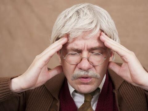Un reciente estudio arrojó que los adultos mayores se distraen m&...