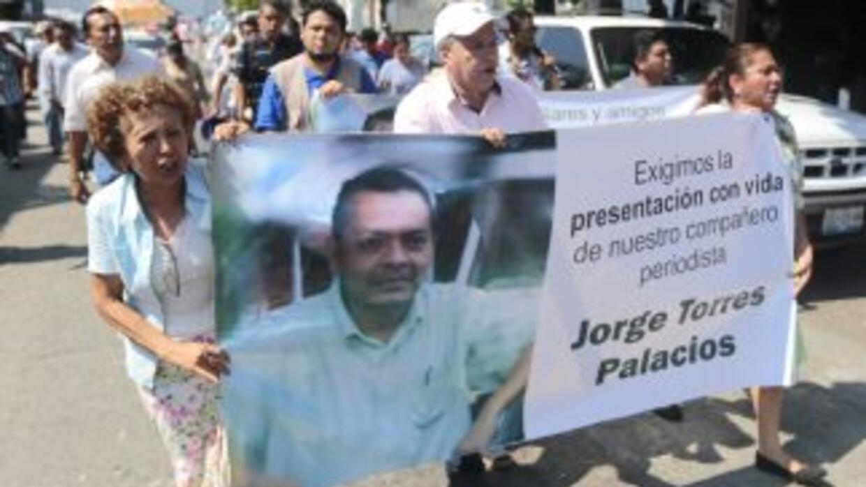 Una manifestación en Acapulco demanda la aparición del reportero Jorge T...