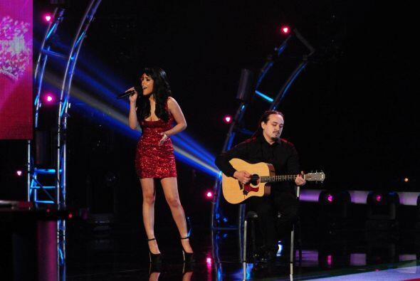 Esta mexicana de Chicago probó suerte cantando.
