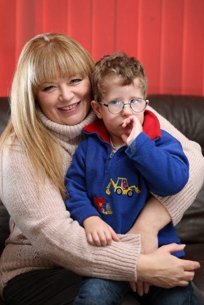 Ahora Joshua tiene 3 años y Sarah cuida de él.