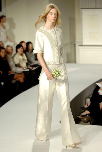 Estos trajes tienen faldas de longitud de té a de vestido formal y, por...