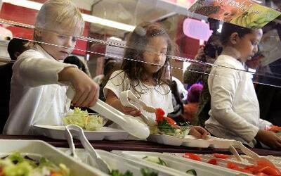 Lanzan nuevo programa alimenticio en escuelas de LA