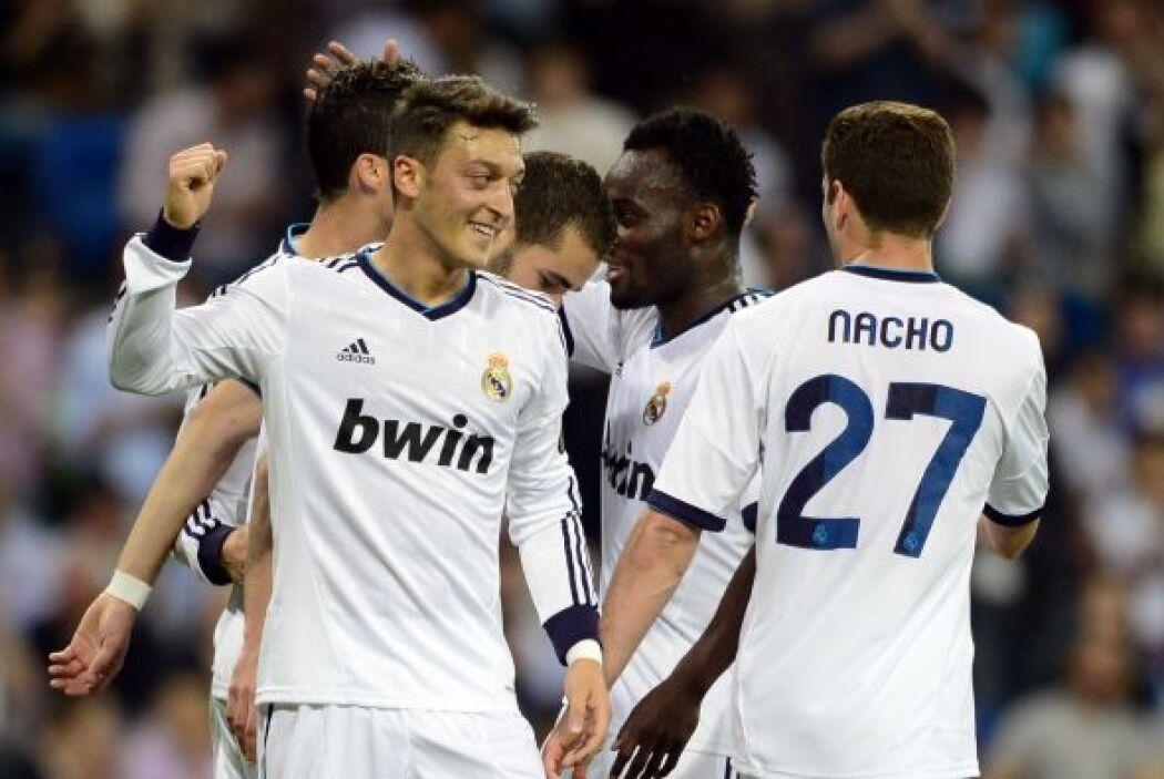 Con 33 minutos jugados, el alemán Mesut Özil aumentaba la diferencia con...