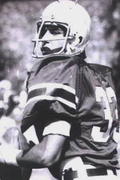 ¿Quién es este joven jugador de fútbol americano? ¡Es Eduardo Yáñez!