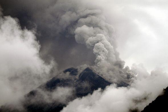 El magma cayó por las quebradas de la montaña y cubri&oacu...