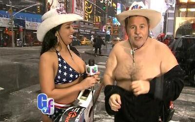 Raúl de Molina se desnudó junto con la 'vaquera desnuda' en Nueva York