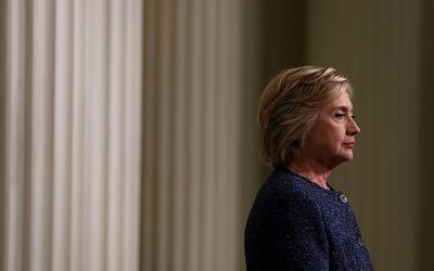 """A Clinton le recetaron antibióticos y """"se le aconsejó descansar y cambia..."""