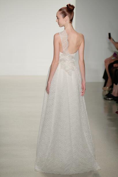 Este vestido corte A y con un sólo tirante es una muestra de que lo vapo...