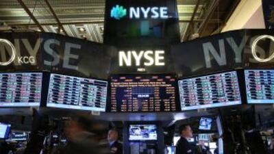 Wall Street abrió el viernes con resultados mixtos, y el Dow Jones de In...