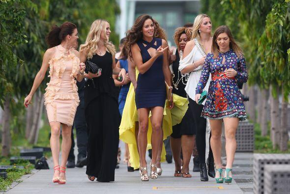 Las tenistas desfilaron por las calles de Singapur, y deslumbraron por s...