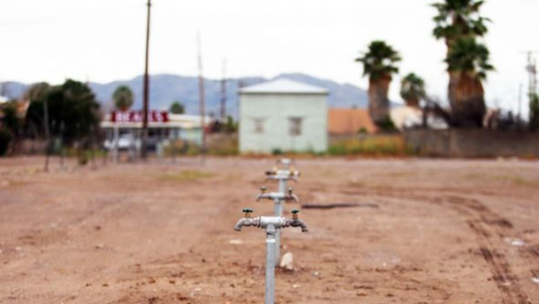 En Las Pampas, el agua potable está fuera del alcance, por lo que hay qu...