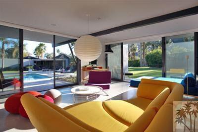 Se dice que la casa fue diseñada por el arquitecto Donald Wexler....