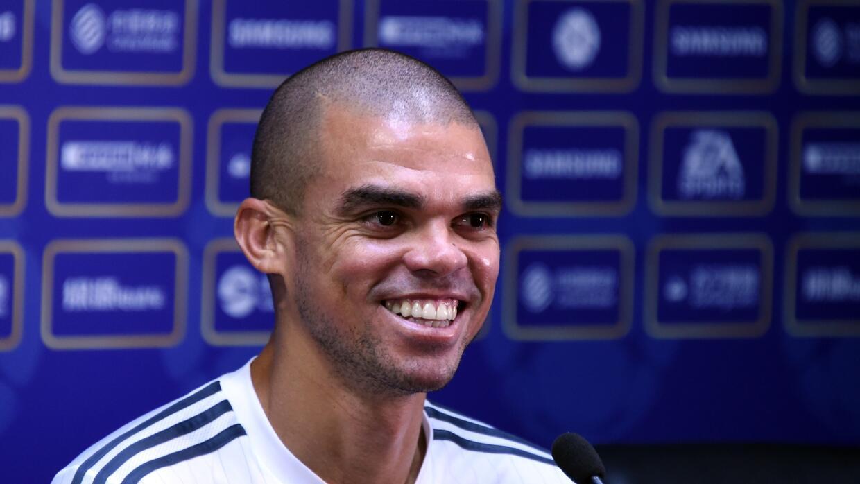 Pepe firmó una extensión de contrato con el Real Madrid hasta 2017.